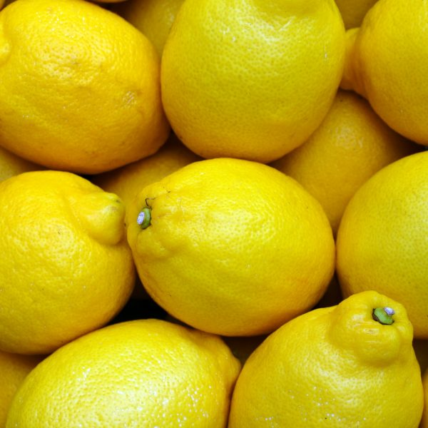 Lemons for lemon drizzle cake